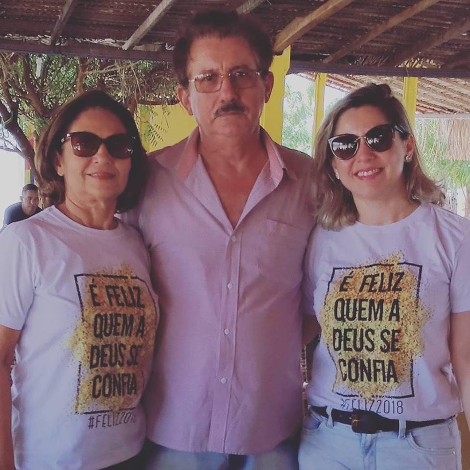 Hoje Verinha preparando festa para a filha Ana Paula, e domingo para o maridão Elias Alves, nós desejamos tudo de bom aos aniversariantes da semana. Vivas!