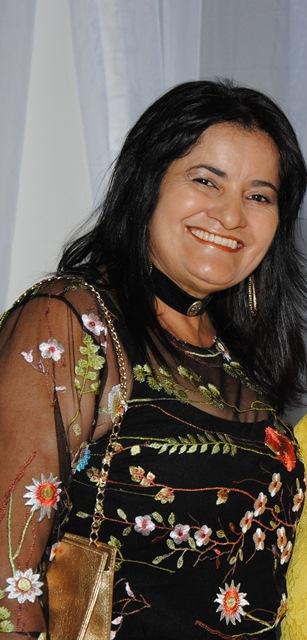 Aniversariante alinhada da sexta-feira 19 a empresária Neide Almeida para quem antecipamos os votos de felicidades mil. Ela merece!