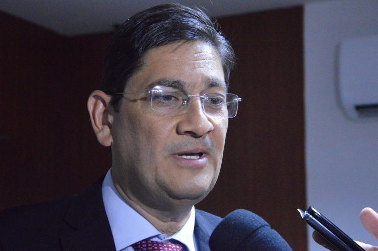 Governo estuda redução de gastos com locação de veículos e terceirização
