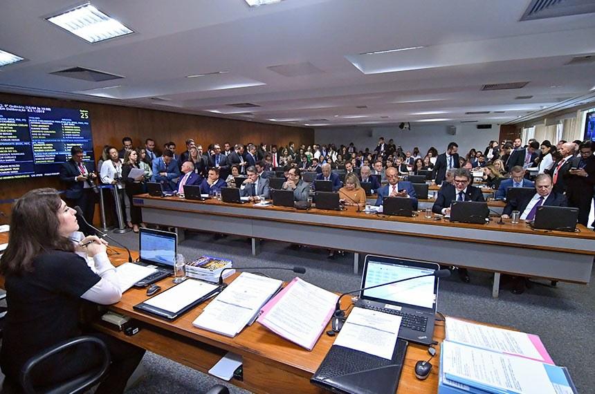 CCJ faz reunião extraordinária para analisar autonomia dos partidos políticos