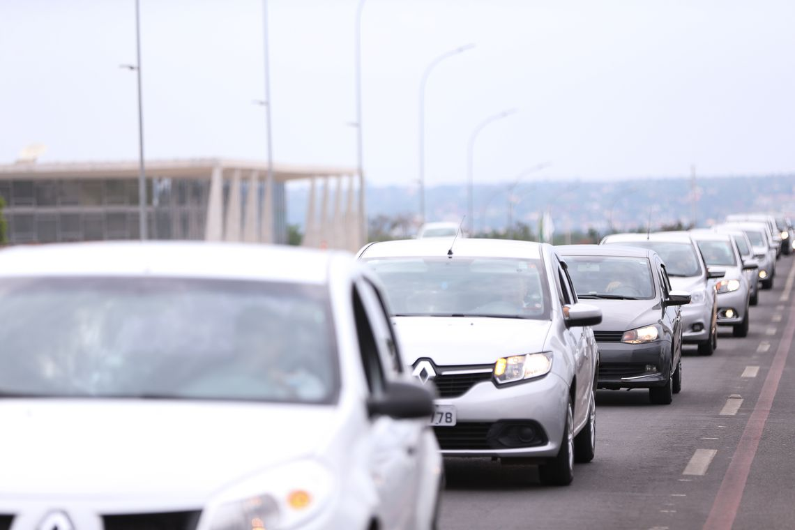 Brasília - Motoristas de aplicativos de todo o Brasil fazem buzinaço em frente ao Congresso em protesto contra o projeto de lei que regulamenta aplicativos de transporte privado, como Uber e Cabify (Marcelo Camargo/Agência Brasil)