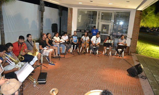 Músicos do Chuva de Bala fazem ensaio no Memorial da Resistência
