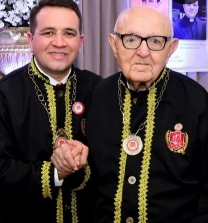 O novo Imortal da ACJUS, Padre Charles Lamartine com o Imortal Padre Sátiro Cavalcante em sua posse à Academia de Ciências Jurídicas.