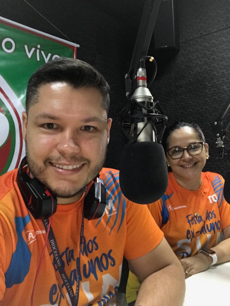 O marketing do Diocesano arrasando na mídia da Festa Sunset dos ex-alunos do Diocesano. OS amigos queridos Guilherme Ricarte e Christiane Alves.