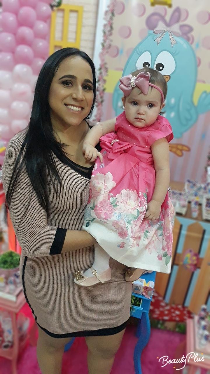 A diretora da 13ª Direc, Lusia Gomes Pinto, esteve com sua neta linda Tâmina, prestigiando a inauguração do Lagoa Center e recepcionando os convidados de sua filha Jorgeani Pinto no seu novo consultório.