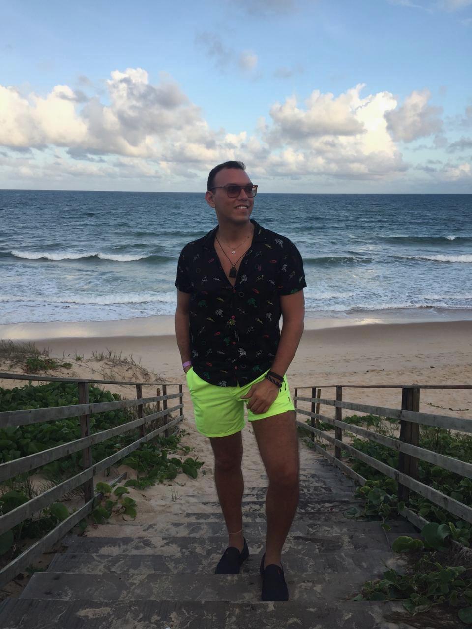 Rumennig Azevedo está de volta na loja Vexx, e veio com tudo...É o novo gerente de moda da cidade de Mossoró. E com vasta experiência no ramo, promete arrasar a sua equipe. Sucesso garoto!