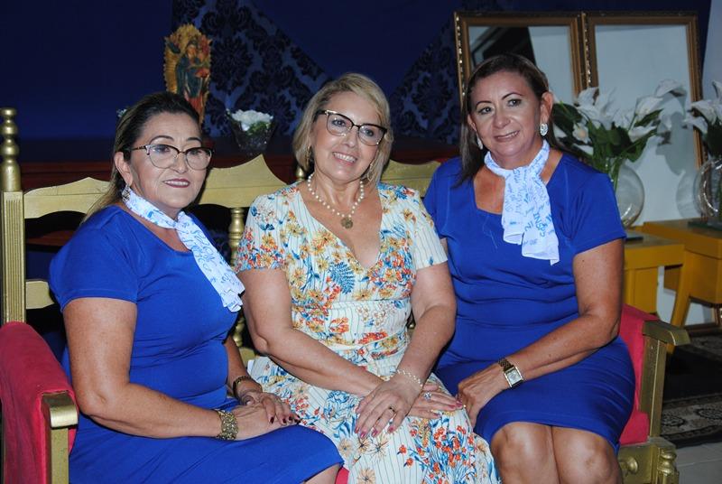 : Queridas as irmãs Vanda, Vania e Lenilma Solano os nomes do Instituto Nossa Senhora do Perpetuo Socorro que a 30 Anos educa novas gerações na terrinha. Um luxo!