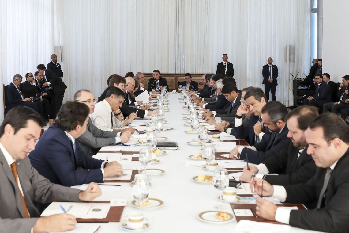Bolsonaro reúne ministros para avaliar ações e discutir prioridades