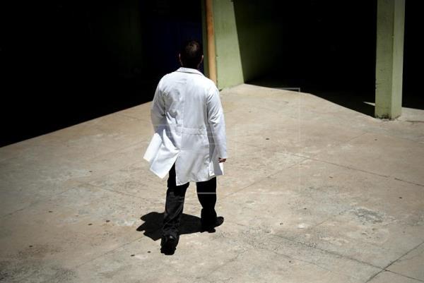 Médico em São Paulo em foto de fevereiro. EFE/ Fernando Bizerra Jr.