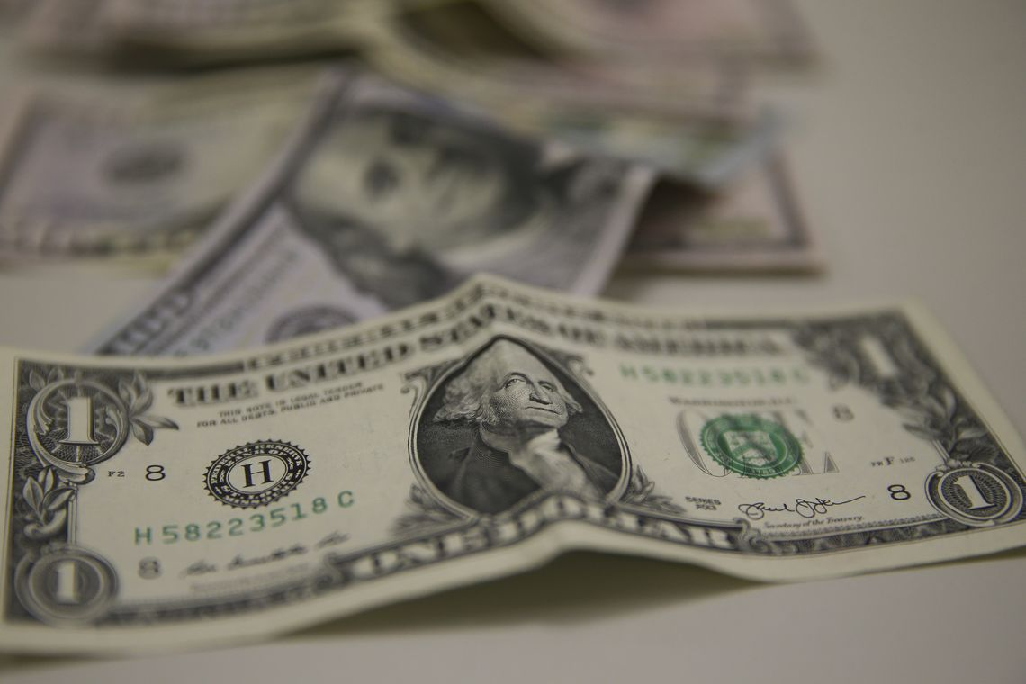 Dolar-Moeda estrangeira