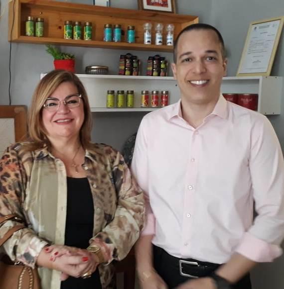 No lançamento do Festival Gastronômico de Martins, a Prefeita Olga recebendo o jornalista e Gerente Comercial da Inter TV, Erick Vaz.