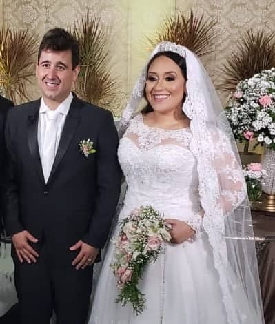 Eis aqui os recém casados Gislainy Câmara e Leonardo Brasil. Toda felicidade que houver é o que nós desejamos!