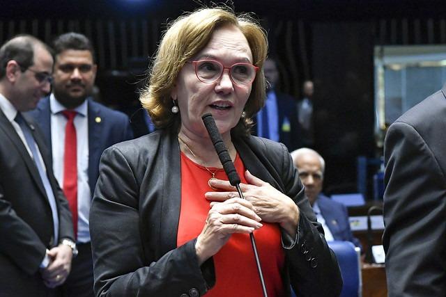 Senadora Zenaide Maia no plenário do Senado