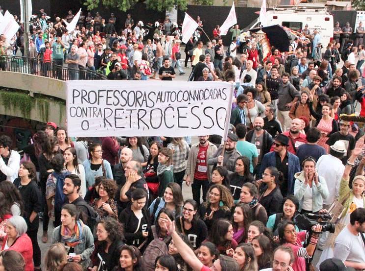 Manifestantes voltam às ruas do país