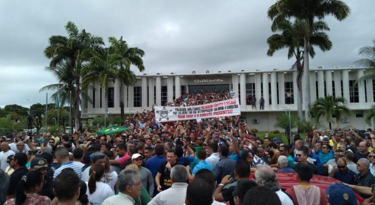 Policiais e bombeiros militares aceitam proposta do governo e encerram greve