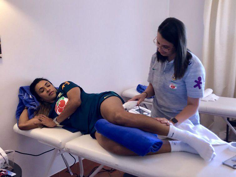 Marta intensificou tratamento para se recuperar de lesão muscular na coxa esquerda, mas não jogará amanhã contra a Jamaica(Arquivo/Laura Zago - CBF)