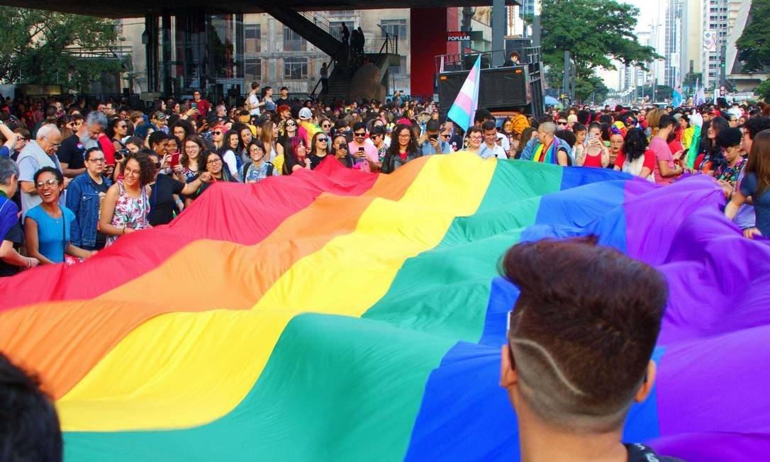 Em parada do Orgulho LGBT de São Paulo, público une forças contra Bolsonaro