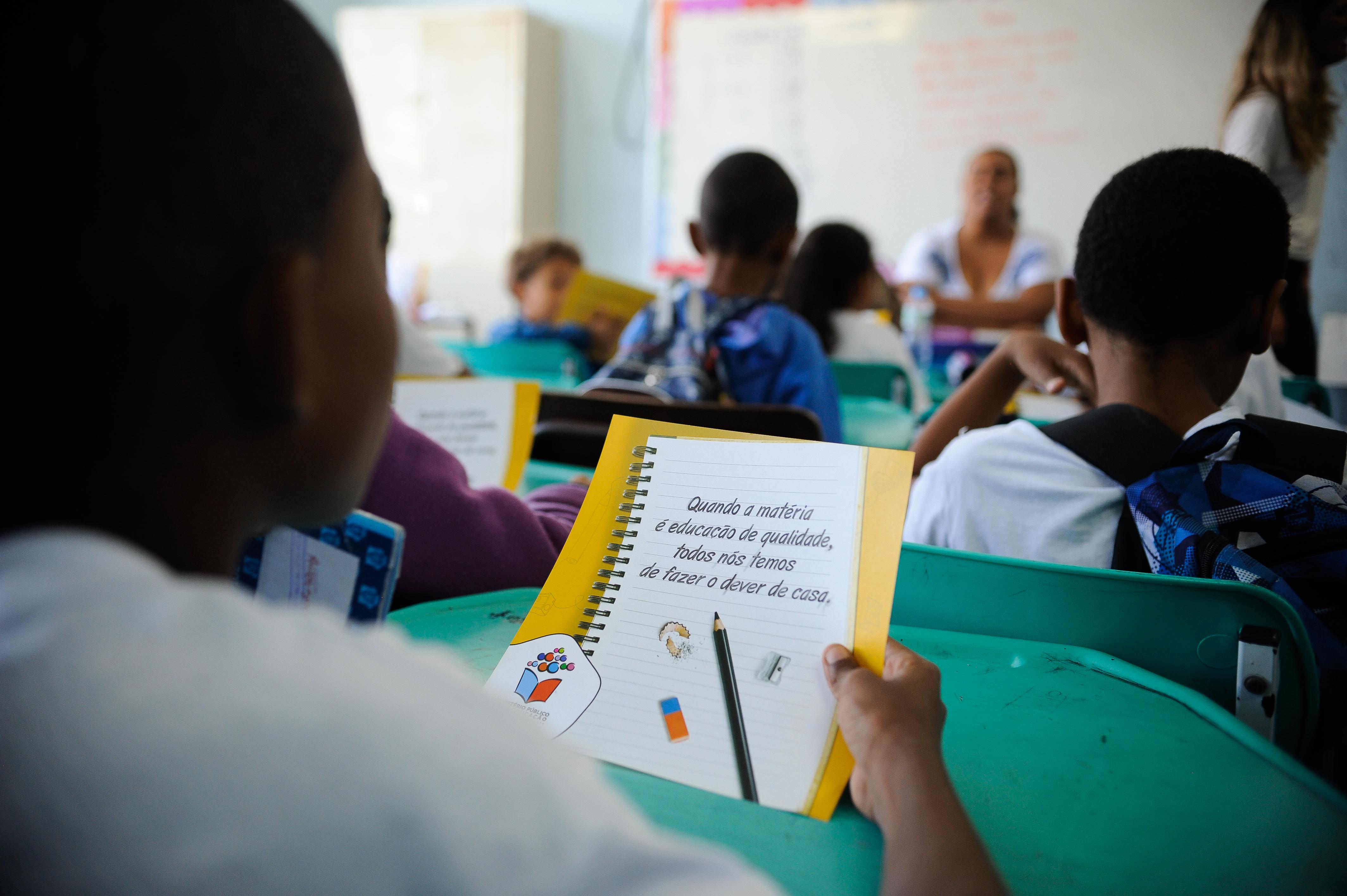 Ministério Público visita escolas no Dia Internacional da Educação