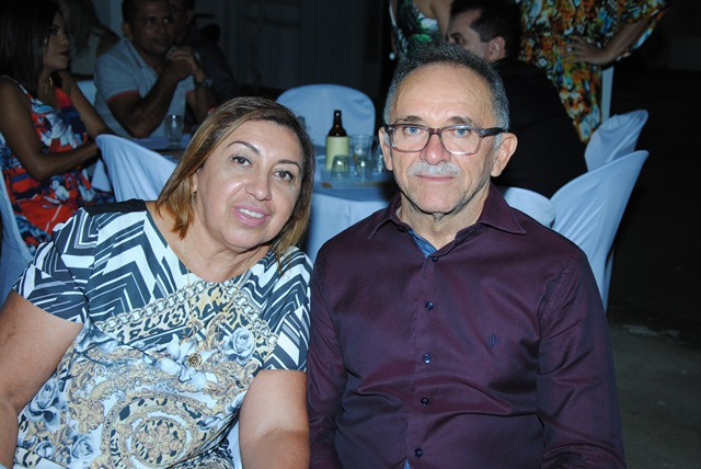 Ontem todos os vivas foram para essa querida Vilma Solano de Brito, na foto com sua cara metade Francisco de Assis Brito. Tintim!