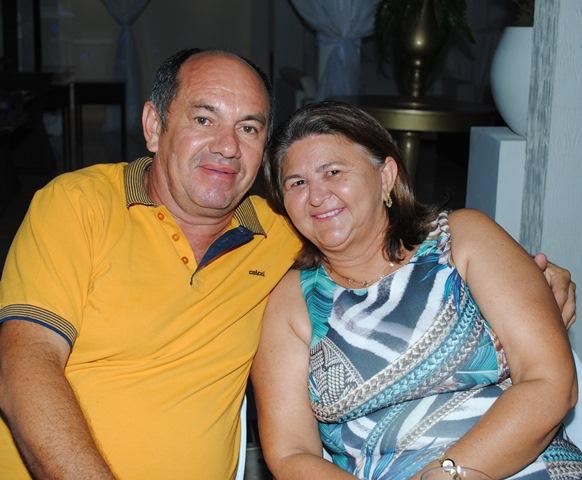 Aniversariante do sábado o amigo Reginaldo Fernandes para quem desejamos saúde e paz, no clique com sua amada Elenilça Lima Fernandes. Parabéns!