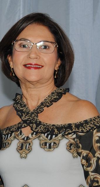 : Amanhã quem celebra a festa da vida é a amiga Vera Lucia Oliveira para quem desejamos tudo de bom sempre. Vivas!