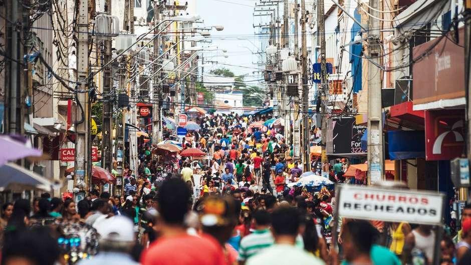 Brasileiros estão menos otimistas que na eleição, mas clima no país ainda é melhor que em 2018 Foto: peeterv / Getty Images / BBC News Brasil Na última edição da pesquisa, real