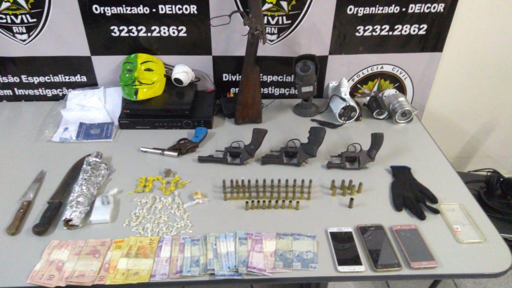 Deicor apreende armas e drogas em Macaíba, após confronto com criminosos
