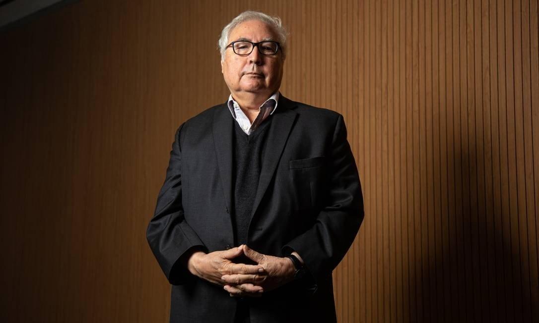 """Brasil está entrando em uma """"ditadura sutil"""" com Bolsonaro, afirma Castells"""