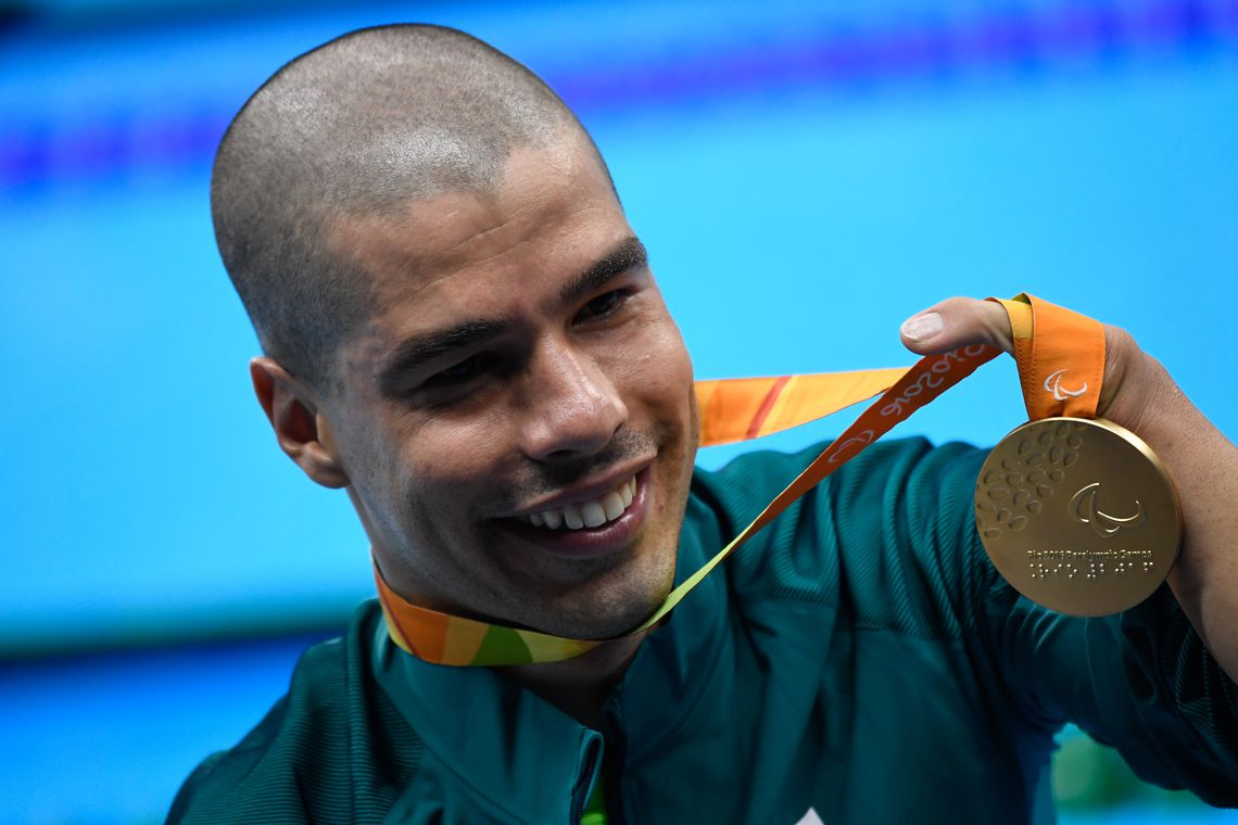 Rio de Janeiro - Brasileiro Daniel Dias leva medalha de ouro nos 200m nado livre S5 nos Jogos Paralímpicos Rio 2016, no Estádio Aquático (Fernando Frazão/Agência Brasil)