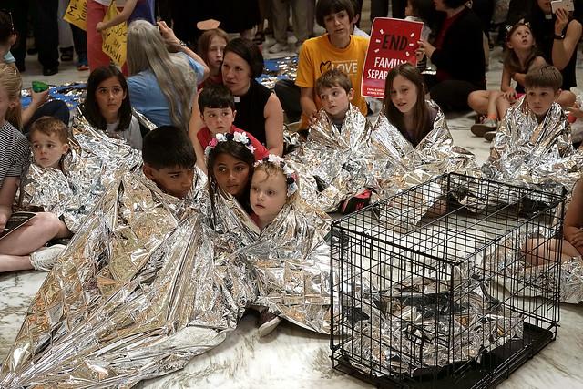 Crianças estadunidenses protestam contra a separação de famílias na fronteira e os maus-tratos nos centros de detenção / Alex Wong/AF