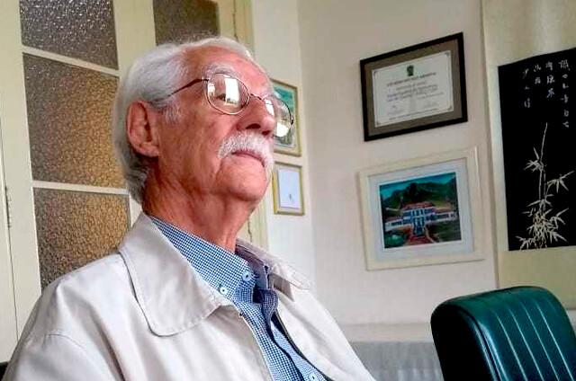 """O professor Adilson Dias Paschoal relança sua obra clássica com novo nome: """"Pragas, agrotóxicos & a crise ambiente"""", pela Expressão Popular / Foto: Virgínia Mendonça Knabben"""