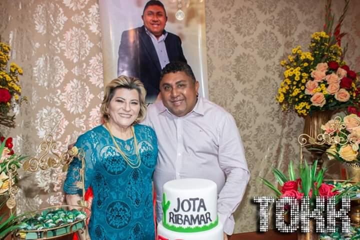 Dona Zilene Marques ao lado do querido Jota Ribamar, que celebrou seus anos de colunismo social na cidade de Assu último sábado. Um brinde!