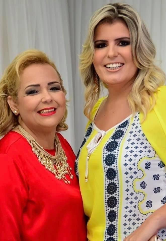 """Marilene Paiva e Rafaella Costa ultimando os preparativos para o lançamento do livro """"Talvez eu Seja a Solução"""" no Requinte Buffet dia 15."""