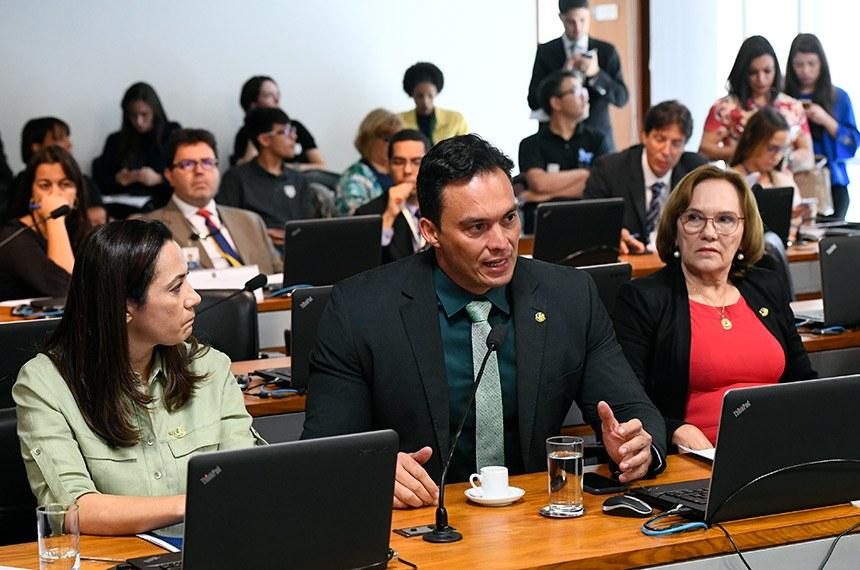 Comissão aprova saque do FGTS para educação e cirurgias