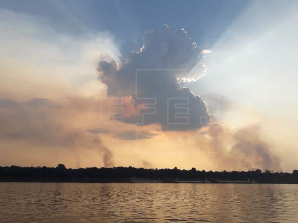 Brasil fecha encontro climático na Bahia com imagem manchada por incêndios