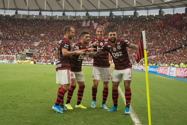 Flamengo vira o turno na liderança pela primeira vez nos pontos corridos