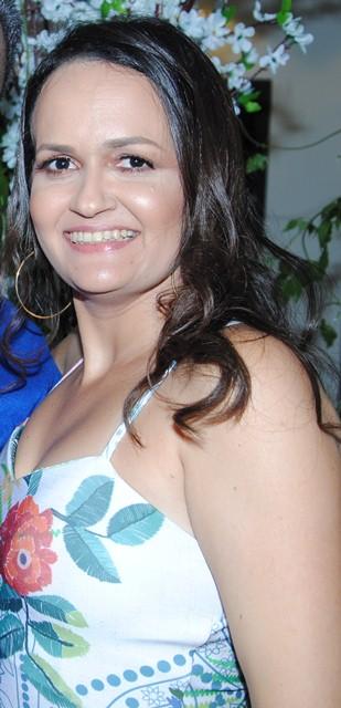Empresária Valéria Carlos que em breve inaugura a loja física da Valéria Moda Praia. Ela arrasa!