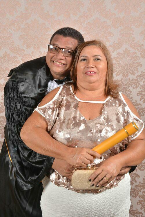 Domingo quem amanhece de idade nova é a minha amiga querida Maria de Fátima Oliveira Fernandes para quem desejo toda felicidade, no clique com o marido Valdecio Fernandes. Vivas!