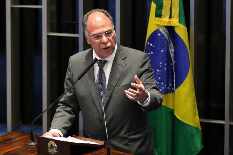 Bezerra põe o cargo de líder do governo no Senado à disposição