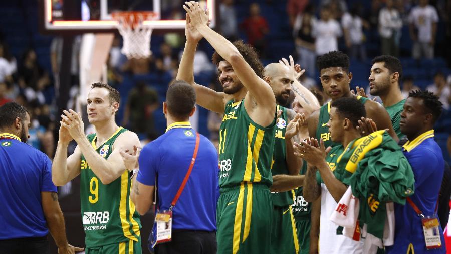 huertas-varejao-marquinhos-caboclo-comemoram-vitoria-do-brasil-na-copa-do-mundo-de-basquete-1567339115484_v2_900x506