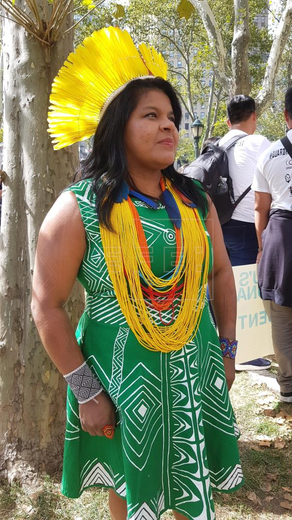 Em Nova York, Sônia Guajajara representa indígenas em protesto pelo clima