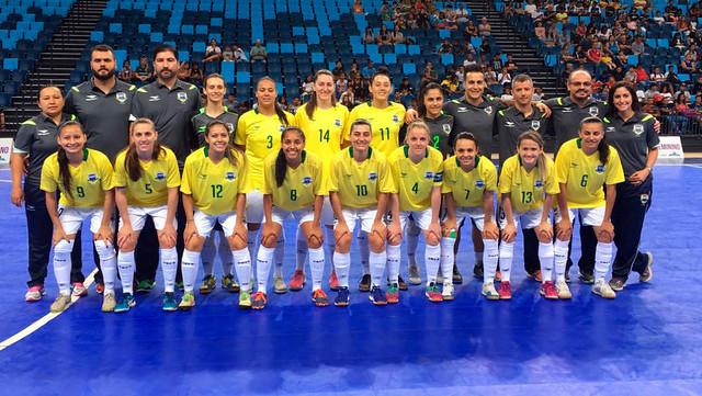 A seleção venceu por 4 a 2, com a presença de um grande público no ginásio Tarumã, em Curitiba. / CBFS