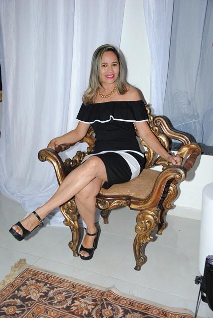 Querida Reijane Fernandes da Costa celebra a vida no próximo sábado e hoje antecipamos o brinde. Tintim!