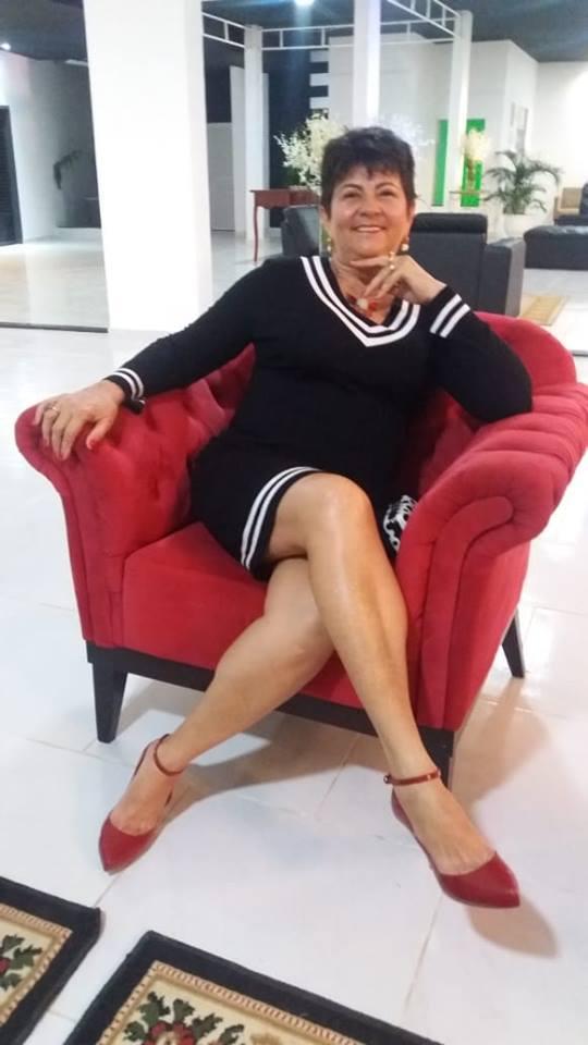 Quem amanhece de idade nova no sábado é a titia Fátima Costa e nós claro desejamos felicidades mil!