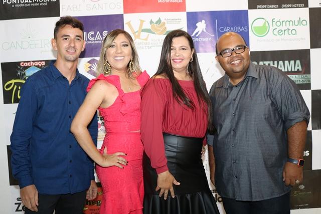 Em noite de Caraúbas Acontece 17 Anos a presença dos amigos Yan Alves, Viviane Cristina Oliveira, Sayonária Dantas e Jaimar Gomes. Um luxo!