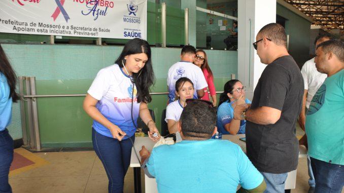 Saúde do Homem realiza ação do Novembro Azul no terminal rodoviário