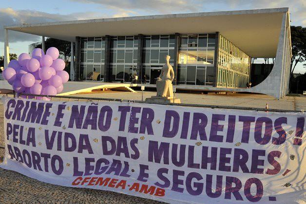 Mesmo sob amparo da lei, mulheres que abortam no Brasil sofrem preconceito