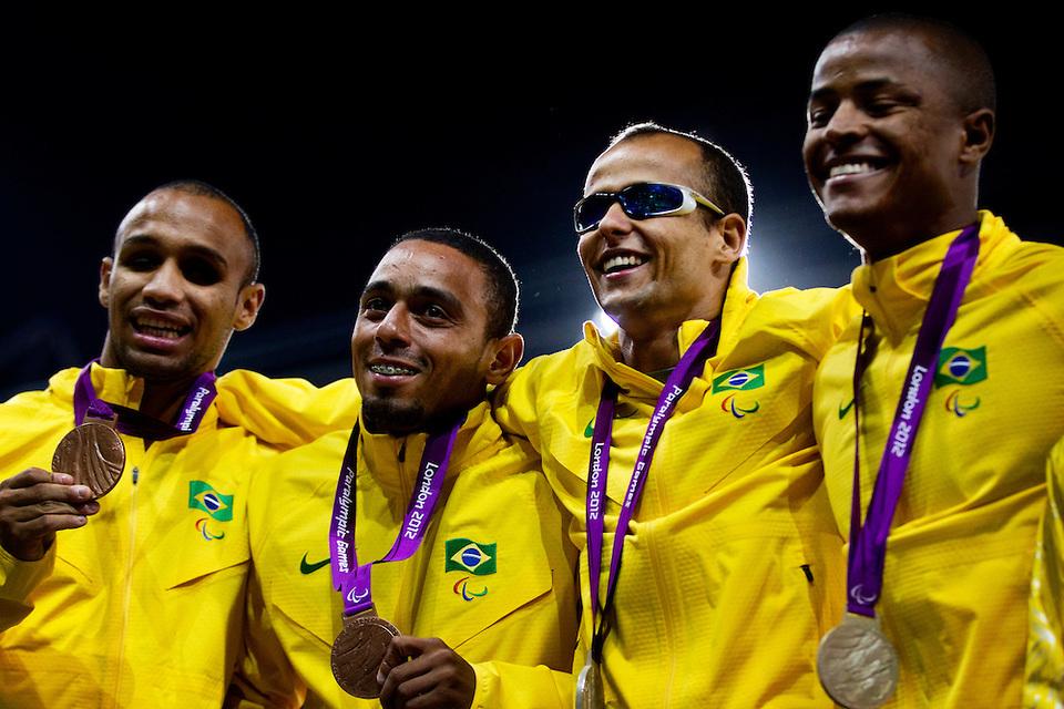 Brasil emplaca duas dobradinhas no pódio do Mundial de Dubai