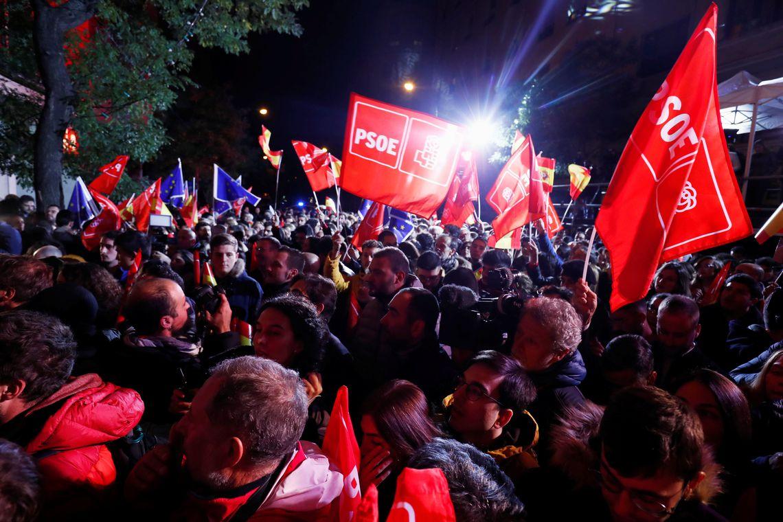 Espanha: socialistas voltam a ganhar eleições mas perdem força