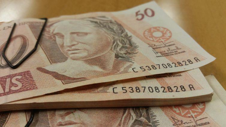 Porto Alegre - Cédulas falsas com o número de série repetido. Polícia Federal deflagou a Operação Inkjet 2, para desarticular um grupo que fabricava e comercializava dinheiro falsificado (Daniel Isaia/Agência Brasil)